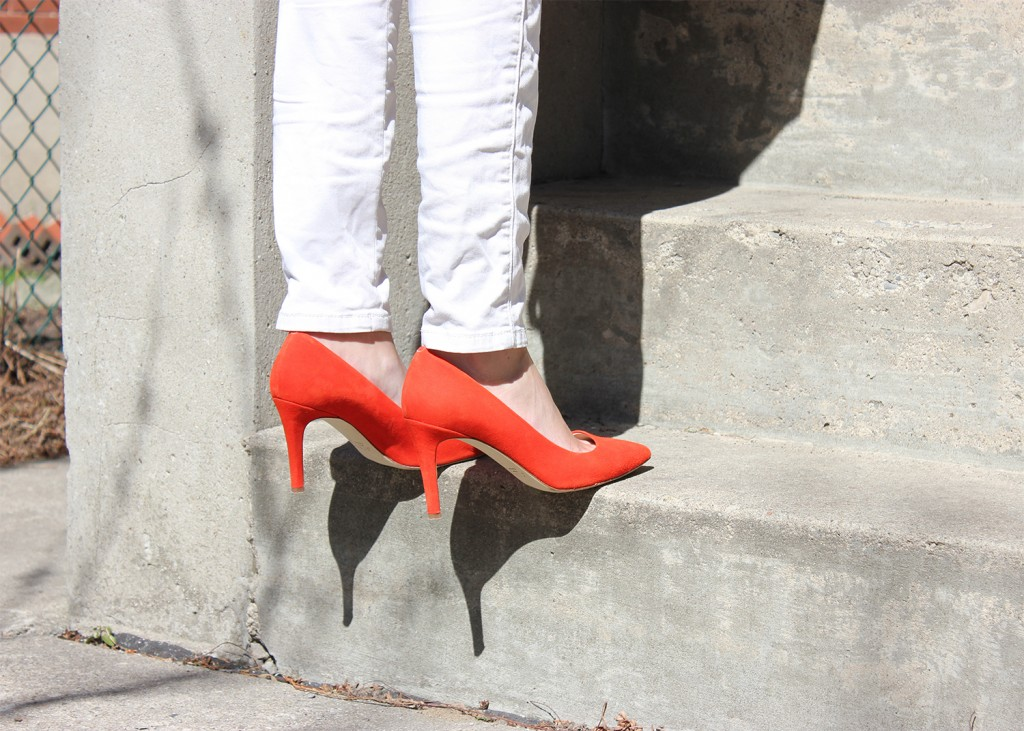 Style Bee in White Pants and Red Heels.
