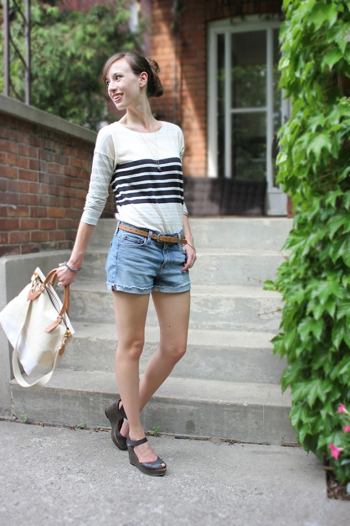 Style Bee in a striped tee