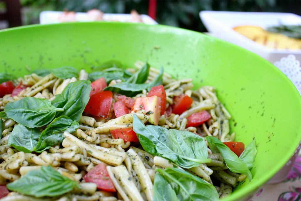 Style Bee - Pesto, Cherry Tomato and Basil Salad
