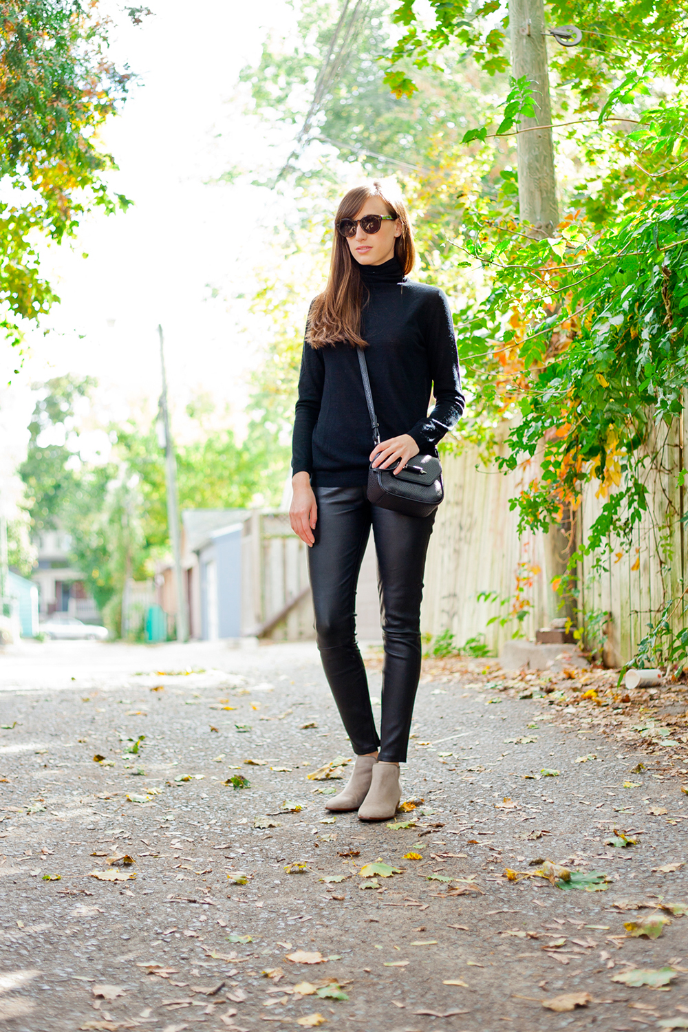 Style Bee in all black.