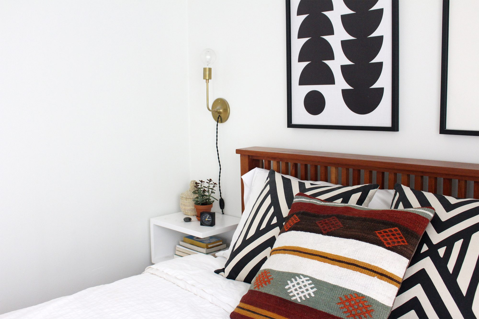 Style Bee - Kilim Pillow Styling - 2 Ways